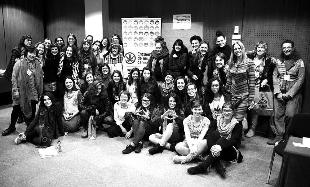 Foto grupal de las Mujeres Cannábicas en el I Encuentro