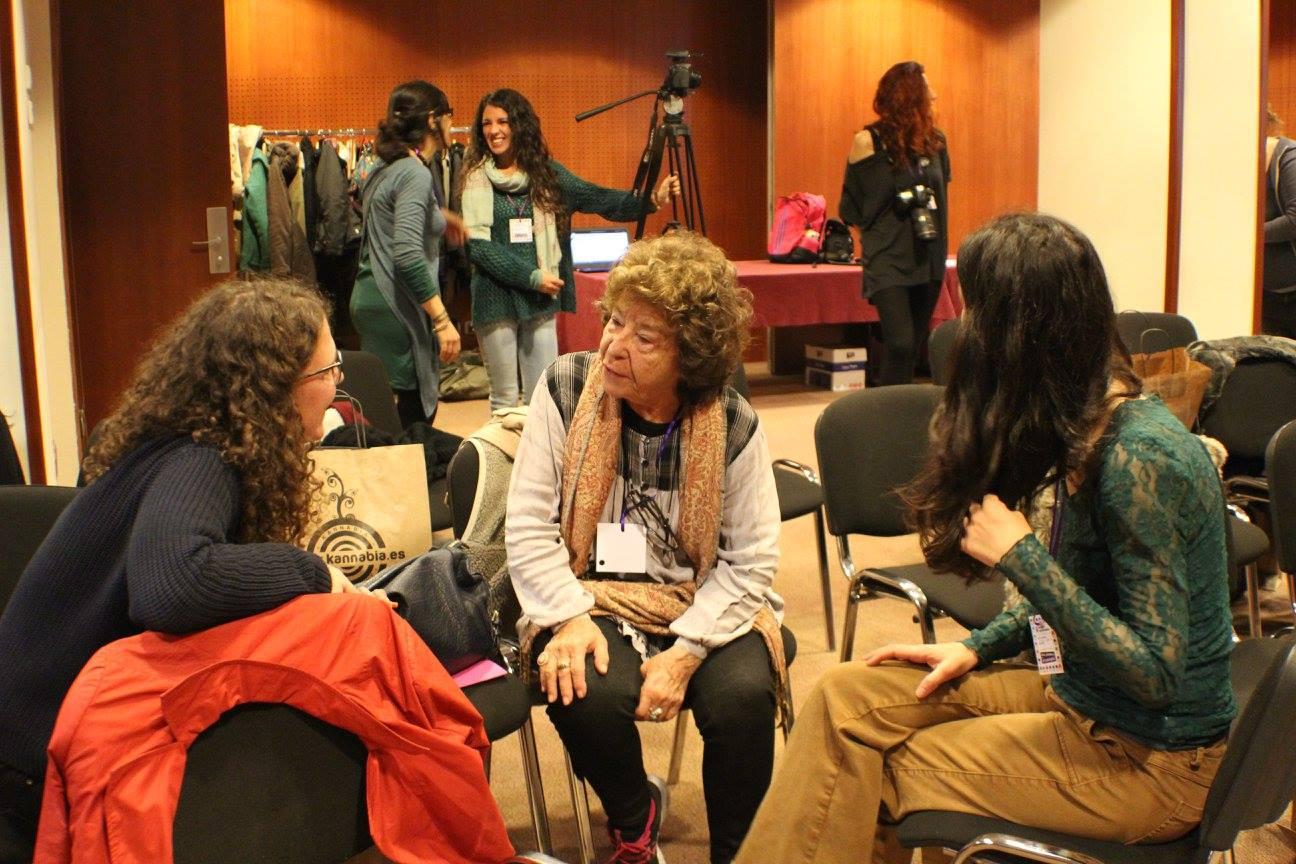Fernanda de la Figuera trabajando en grupo
